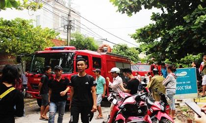 Ngôi nhà 3 tầng bốc cháy khiến người dân hoảng loạn bỏ chạy