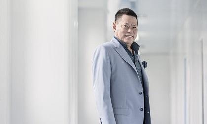 Tỷ phú gốc Việt - Hoàng Kiều rơi khỏi top những người giàu nhất Mỹ