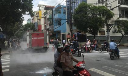 TP.HCM: Trụ điện phát nổ trong khu dân cư, người dân tháo chạy hoảng loạn