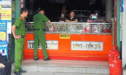 Thanh niên liều lĩnh cướp tiệm vàng, bị người dân bắt giữ ngay sau đó