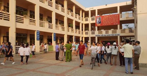 Vụ hàng trăm học sinh ở Ninh Bình nghi ngộ độc: Ruốc gà có mùi kinh lắm con không ăn - Ảnh 1.