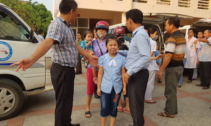 Vụ hàng trăm học sinh ở Ninh Bình nghi ngộ độc: 'Ruốc gà có mùi kinh lắm con không ăn'
