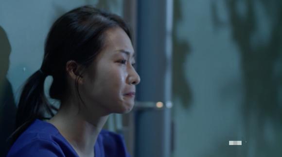 Ơn giời, cuối cùng diễn xuất của Khả Ngân trong Hậu duệ mặt trời bản Việt đã có khởi sắc  - Ảnh 7.