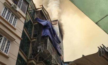 Chủ nhà đi vắng, ngôi nhà 6 tầng bốc cháy dữ dội sáng mùng 1