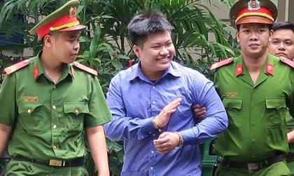 Thanh niên chém lìa tay đối thủ cười tươi khi thoát tội giết người