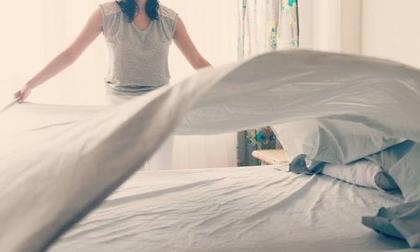 Nếu tiếp tục làm 5 hành động này ngay khi thức dậy là bạn đang tự tay tàn phá sức khỏe của chính mình