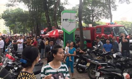 Cháy lớn chung cư vạn dân ở Linh Đàm, nhiều cư dân hoảng hốt tháo chạy ra ngoài