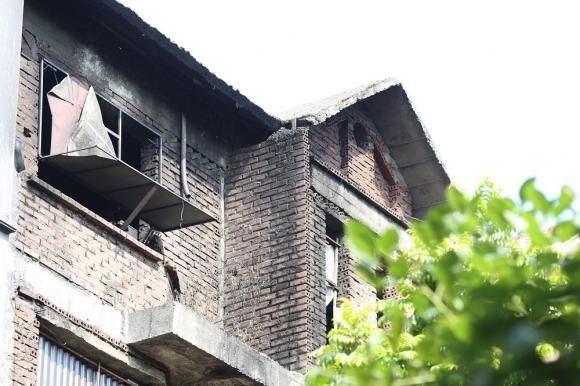 Những hình ảnh đau lòng sau vụ cháy xưởng sản xuất ghế sofa ở Hà Nội - 2