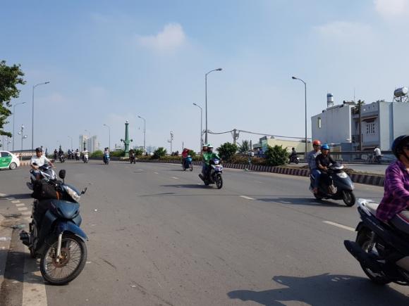 Tin mới nhất vụ giang hồ hỗn chiến kinh hoàng ở cầu Nhị Thiên Đường tại Sài Gòn - Ảnh 1.