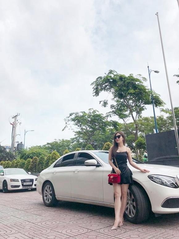 23 tuổi, Hương Tràm kiếm tiền từ đâu khi có 2 biệt thự, 1 căn hộ, đổi xe sang?