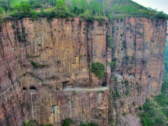 Tim đập chân run đi trên những con đường núi quanh co, sẩy chân là chết - 9