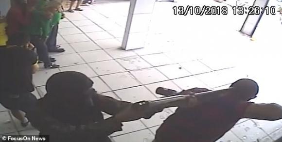 Brazi: Bắn chết  bắn chết 4 tay súng bắt 25 con tin làm lá chắn sống - 2