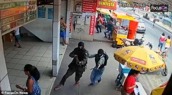 Brazi: Bắn chết  bắn chết 4 tay súng bắt 25 con tin làm lá chắn sống - 1