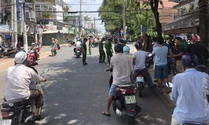 Người dân vây bắt 2 kẻ dùng bình xịt hơi cay cướp 500 triệu đồng giữa ban ngày