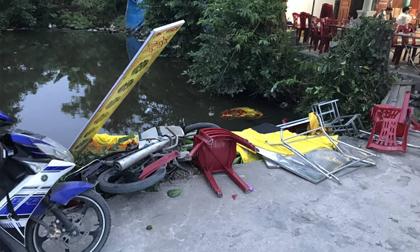 'Ô tô điên' lao thẳng vào đám tang và khu chợ, 6 người bị thương