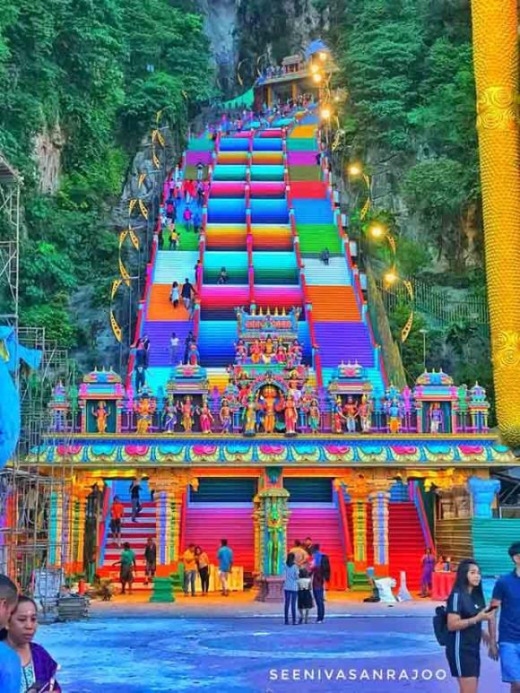 Vượt 272 bậc thang cầu vồng để đến ngôi đền cầu được ước thấy - 2