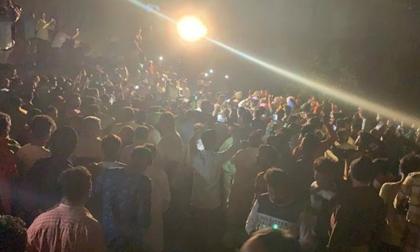 Tàu hỏa sầm sập lao tới tông trực diện vào lễ hội, thương vong lên tới hàng trăm người