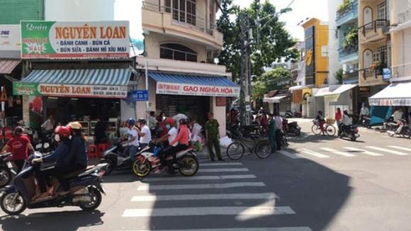 NÓNG: Đâm gục chủ tiệm gạo, khống chế người khác làm con tin - 4