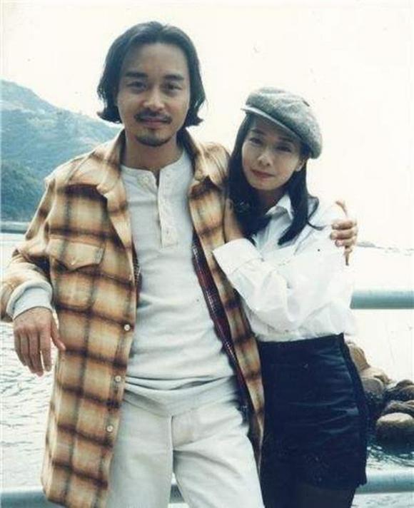 Mao Thuấn Quân: Hai lần từ chối lời cầu hôn của Trương Quốc Vinh và 3 cuộc hôn nhân đẫm nước mắt  - Ảnh 2.