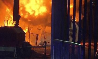 Trực thăng của ông chủ Leicester rơi và nổ bên ngoài SVĐ