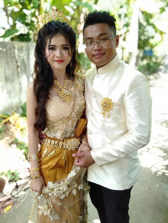 Truy tìm danh tính cô dâu xinh đẹp trong trang phục Khmer đeo cả 'cây' vàng 4