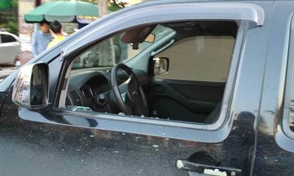 Điều tra nghi vấn ô tô đỗ trước cửa ngân hàng bị kẻ gian đập vỡ kính lấy cắp 3,5 tỷ đồng
