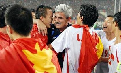 'Vị thánh sống' từng giúp ĐT Việt Nam lên ngôi AFF Cup 2008 giờ đang làm gì?