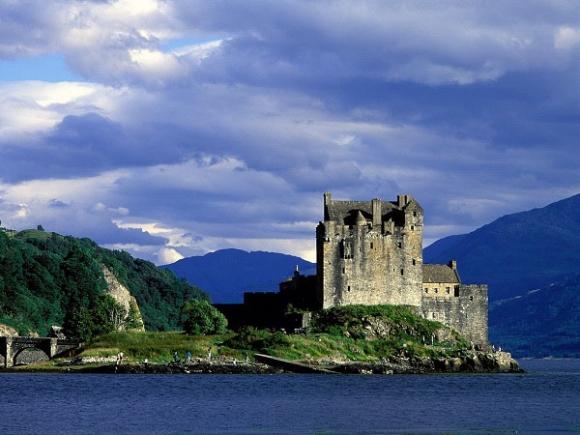 Những lâu đài đẹp ngẩn ngơ thường xuyên xuất hiện trong các bộ phim nổi tiếng - 3