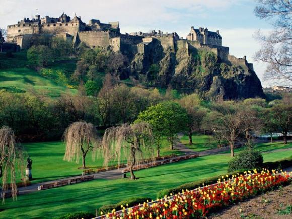 Những lâu đài đẹp ngẩn ngơ thường xuyên xuất hiện trong các bộ phim nổi tiếng - 2