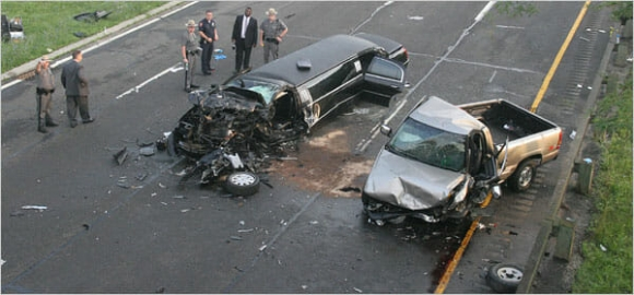 Cảnh sát bủn rủn trước cảnh tượng trong chiếc xe cưới gặp nạn do tài xế nát rượu - 2