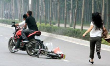 Cướp táo tợn tại Sài Gòn: Cô gái bị thanh niên dùng roi điện đánh vào đầu, giật túi xách