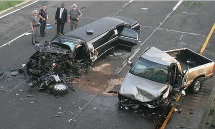 Cảnh sát bủn rủn trước cảnh tượng trong chiếc xe cưới gặp nạn do tài xế nát rượu