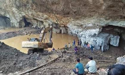 Hòa Bình: Sập lò khai thác vàng, 2 công nhân mắc kẹt bên trong