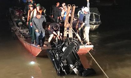 Xe Mercedes rơi xuống sông Hồng từ cầu Chương Dương: Danh tính nạn nhân thứ 2
