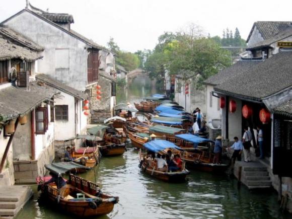 Lạc về quá khứ tại những thành phố bên sông đẹp như tranh vẽ - 1