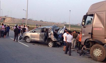 4 điều cần làm rõ vụ xe đầu kéo tông Innova đi lùi trên cao tốc