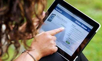 Nhập viện tâm thần vì dùng facebook 10 tiếng/ngày: Khi thấy các dấu hiệu này cần đến viện ngay