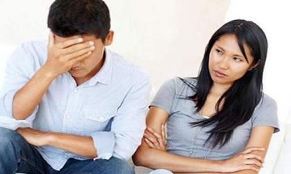Mẹ bầu cay đắng phát hiện chồng ngoại tình với cô giáo của con từ chiếc túi xách để quên