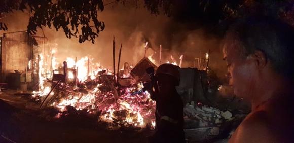 Cháy sát làng trẻ SOS Gò Vấp, nhiều người tháo chạy khỏi biển lửa - 1