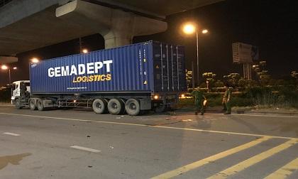 Tông đuôi xe container đậu lề đường, nam thanh niên tử vong tại chỗ ở Sài Gòn