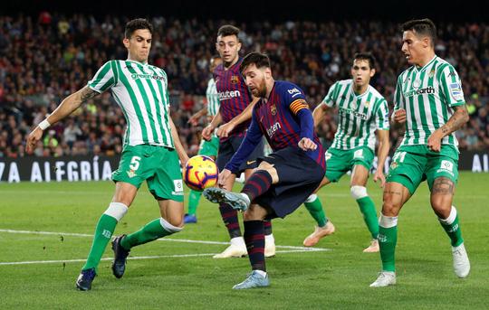 Messi trở lại, Barcelona thua tệ hại Real Betis ở Nou Camp - Ảnh 3.