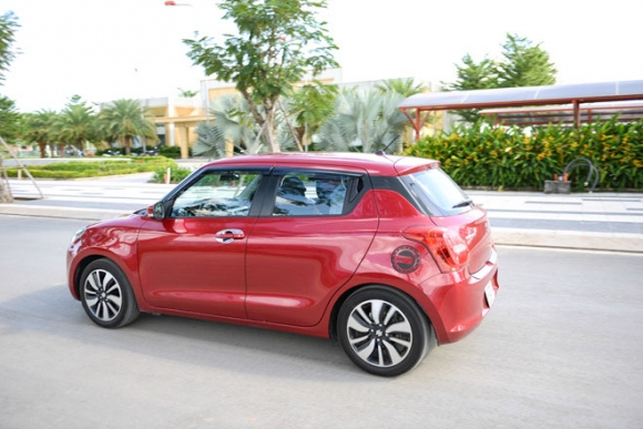 Suzuki Swift thế hệ mới đã có mặt tại đại lý: Giá bán từ 499 triệu đồng - 2