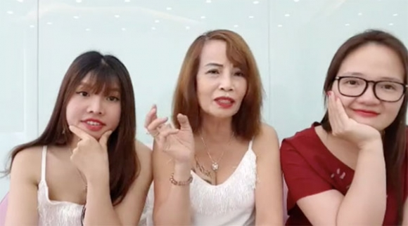Cô dâu 62 tuổi livestream, tiết lộ tin sốc Thị Nở tái sinh là vợ hai của chồng?