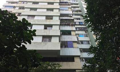 Bé trai rơi từ tầng 7 chung cư: Thoát chết kỳ diệu