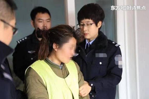 Cảnh sát bắt giữ chị Cao, người đã giết chết con gái 7 tuổi.
