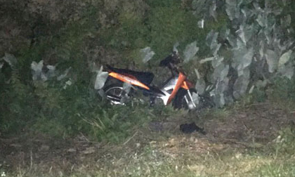 Bị ném mũ bảo hiểm khi đang chạy xe máy, 2 người chết thảm