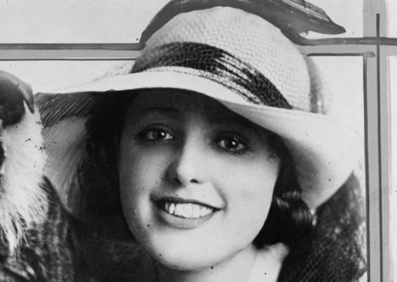 Cái chết bí ẩn của nữ diễn viên xinh đẹp khiến danh hài nổi tiếng điêu đứng, hé lộ bí mật đen tối ở Hollywood - Ảnh 4.