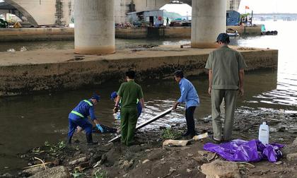 Vừa vớt được thi thể nam thanh niên lên, một người đàn ông khác lại nhảy cầu Sài Gòn tự tử
