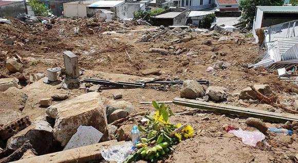 Thương tâm: 'Bom nước' cướp 4 người gia đình thầy giáo - 1