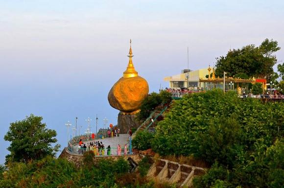 Hòn đá thiêng bằng vàng ở Myanmar và bí mật ẩn chứa bên trong - 14